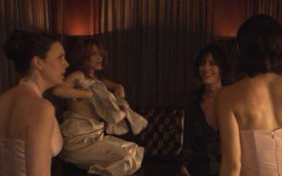 49  –  Shane 'doet het' met de moeder van de bruid en ze worden betrapt