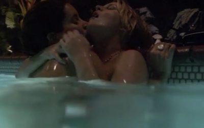 16 – Helena en de zeer zwangere Tina 'get it on' in het zwembad.