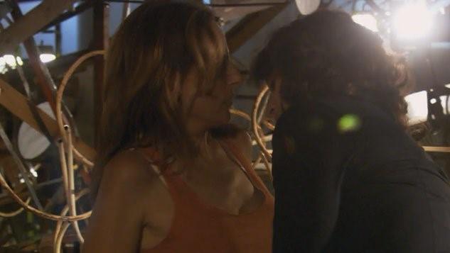 22 – Bette en Jodi hebben gepassioneerde sex tussen de verzamelde kunstvoorwerpen.