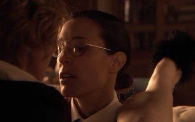 30  – Alice en Dana spelen 'meester en dienstmeisje'